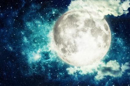 スーパームーンの満月