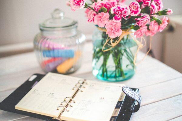 手帳と花瓶